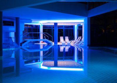 hotel-terme-olympia-illuminazione-serale-piscina