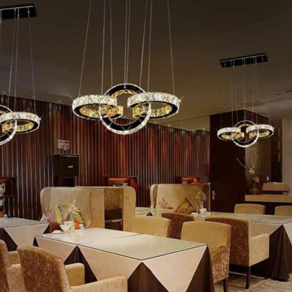 Lampadario Con Strisce Led lampadario a sospensione led moderno con 3 cerchi in semi-cristallo